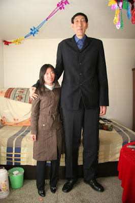 Worlds tallest man with his wife
